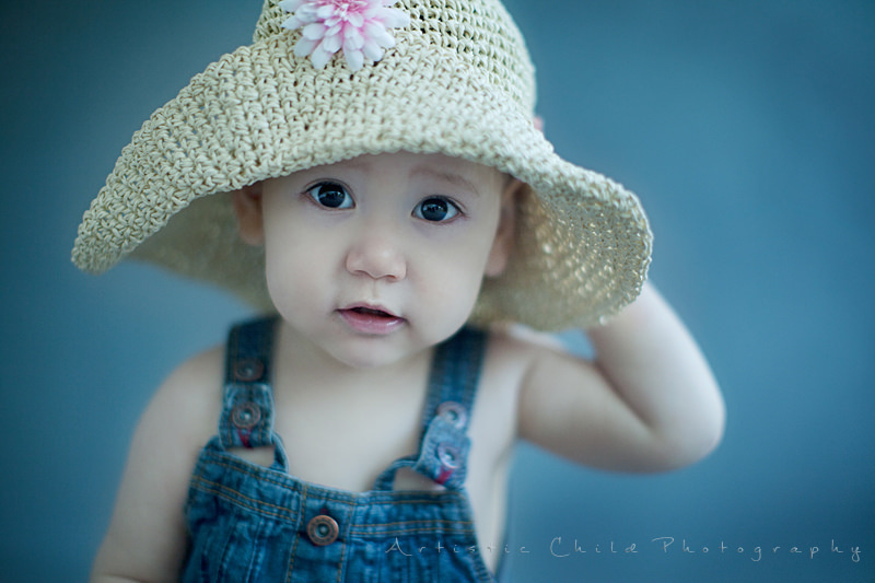 London Child Photo Session  | toddler girl in a straw hat