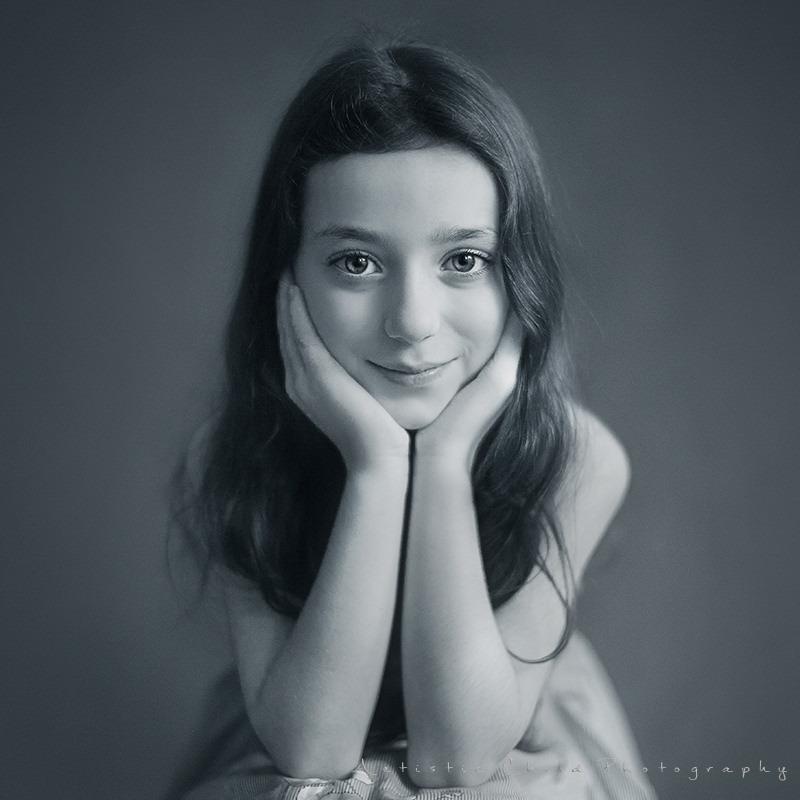 b&w portrait of 7 years old girl | London studio