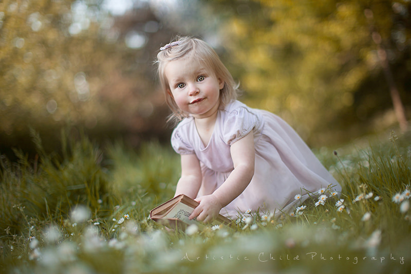 London Toddler Pictures | portrait of 17 month old girl with book
