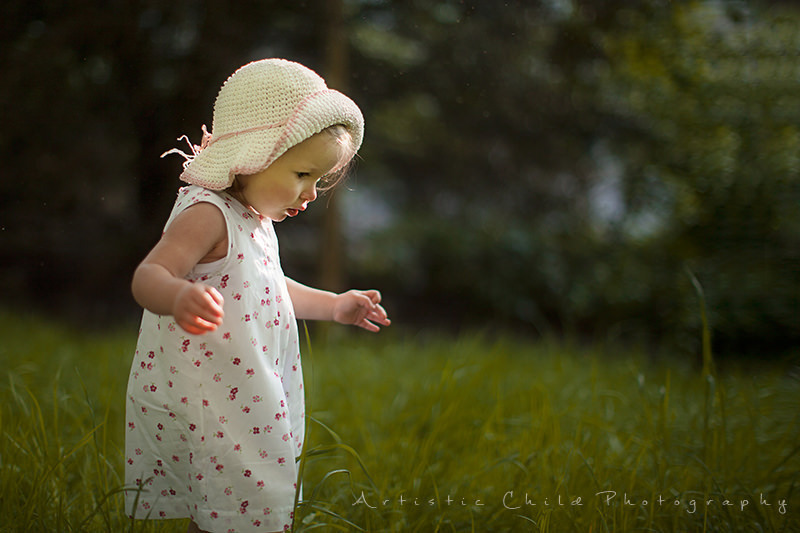 London Toddler Pictures | a girl walking in the park