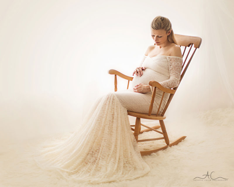 Professional London Pregnancy Photographer| portrait of 34 weeks pregnant woman sitting on rocking chair