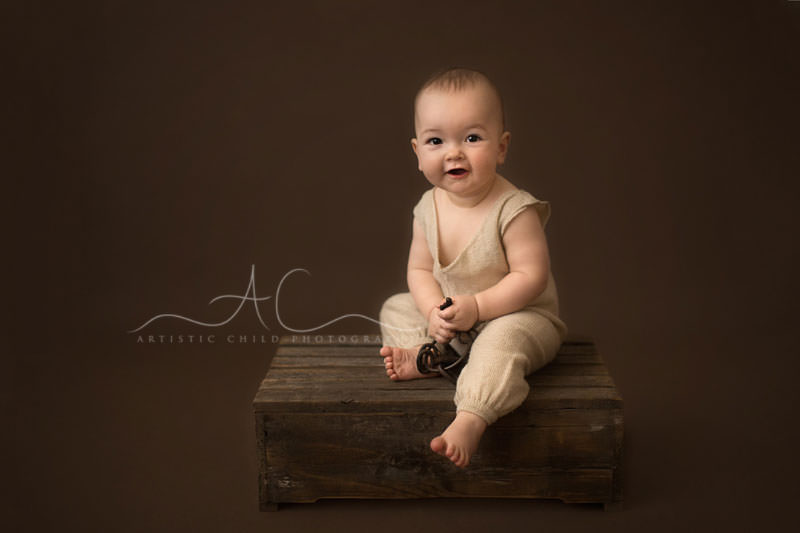 Best London Baby Photos | 8 months old baby boy sitting up on a crate