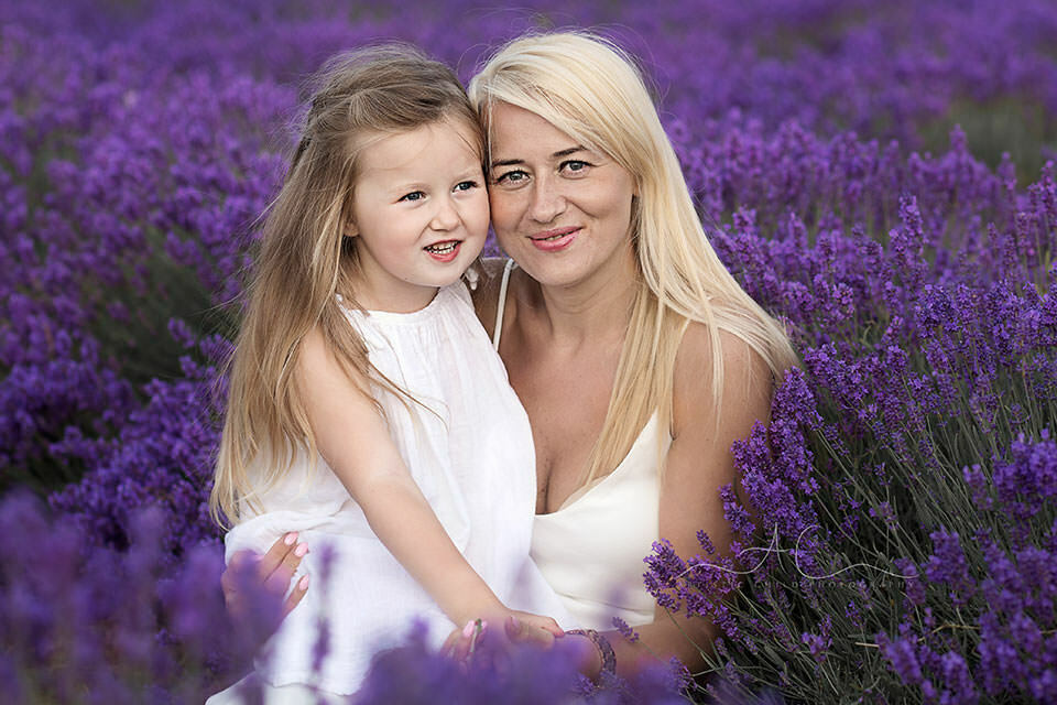 London family photo session in Lavender Field | mum and daughter portrait in lavender field