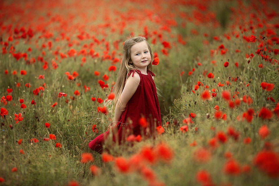 Best London Kids Pictures | portrait of a 5 year old girl taken in a poppy field