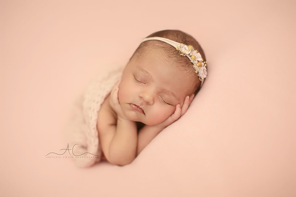 Beautiful London Newborn Photo Session | newborn baby girl wearing a cut tieback
