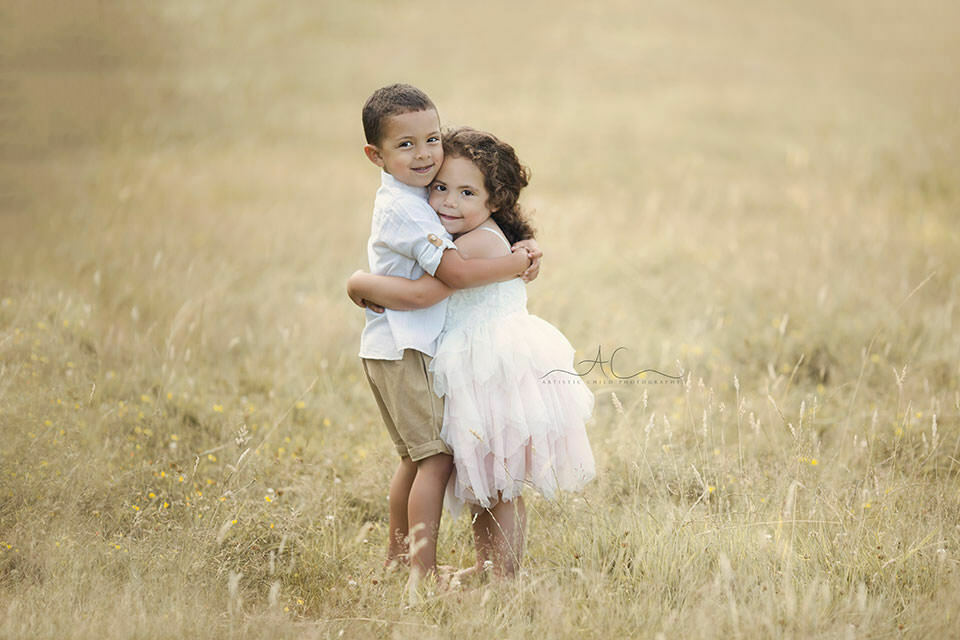 London Sibling Photos | brother and sister hugging