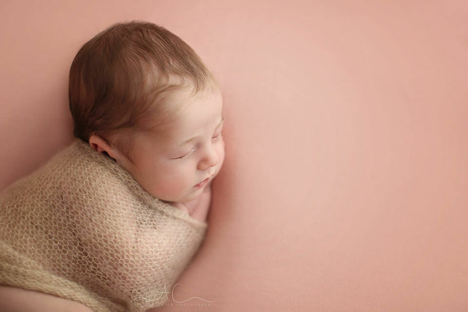 Awesome London Newborn Photos | 3 weeks old baby girl sleeping on her side