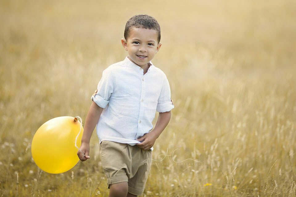 London Children Photography Services | 5 year old boy playing with a yellow baloon in the park