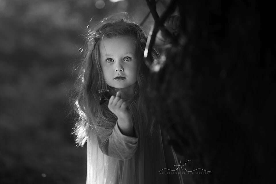 South East London Kids Photographer | black and white portrait of a 3 year old girl taken in the park