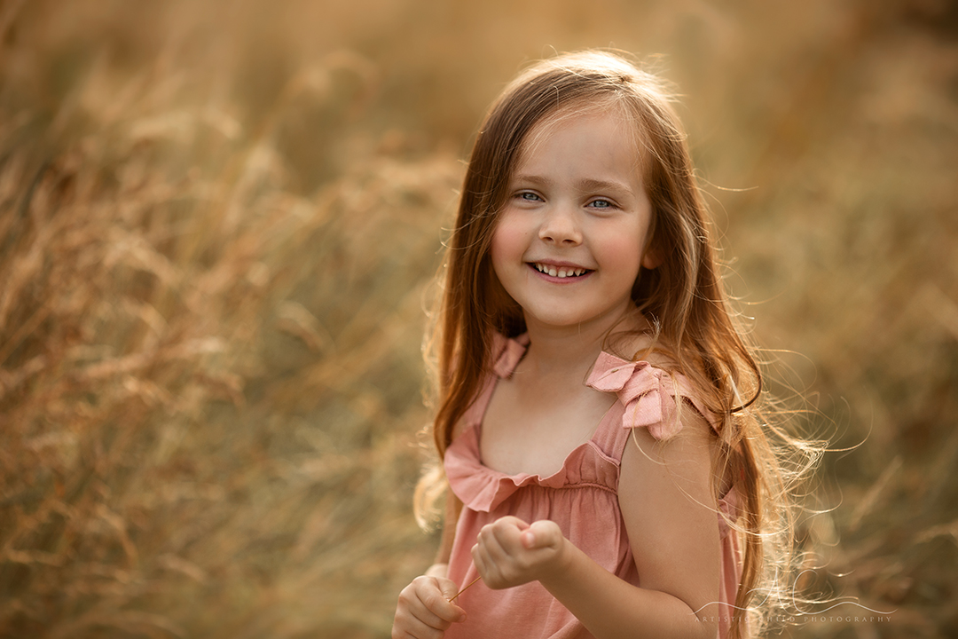 South East London Kids Photos   a close up an outoor backlit portrait of a smily 5 year old girl